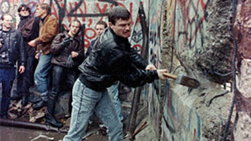 'Mr. Gorbachev, tear down this wall!'
