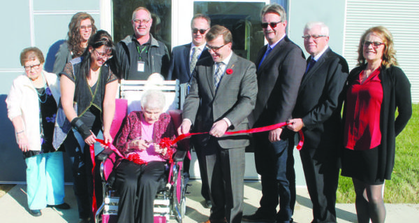 New health-care facility in Leader holds grand opening